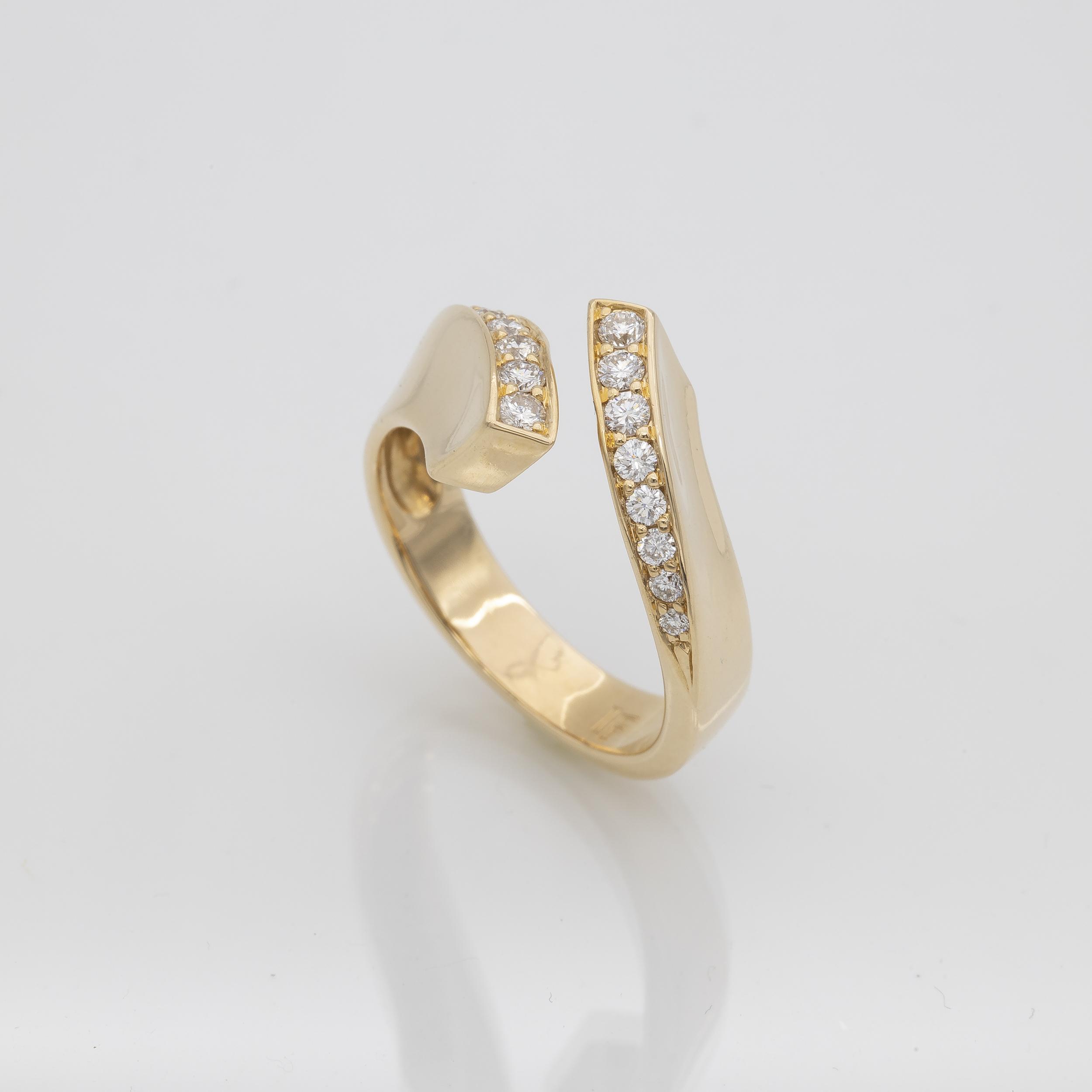 Bague vague or jaune serti de diamants