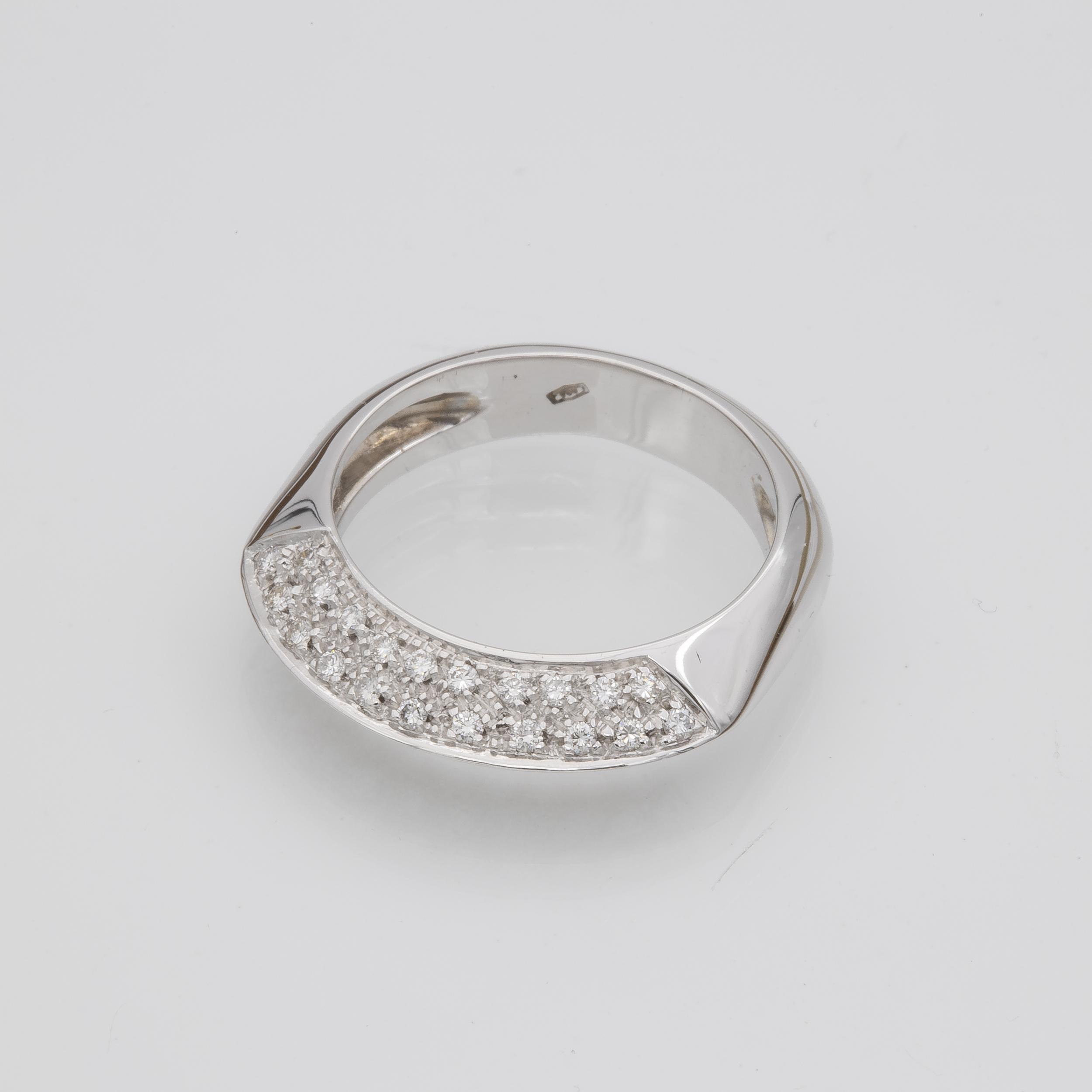 Bague pavage diamants sur deux pans