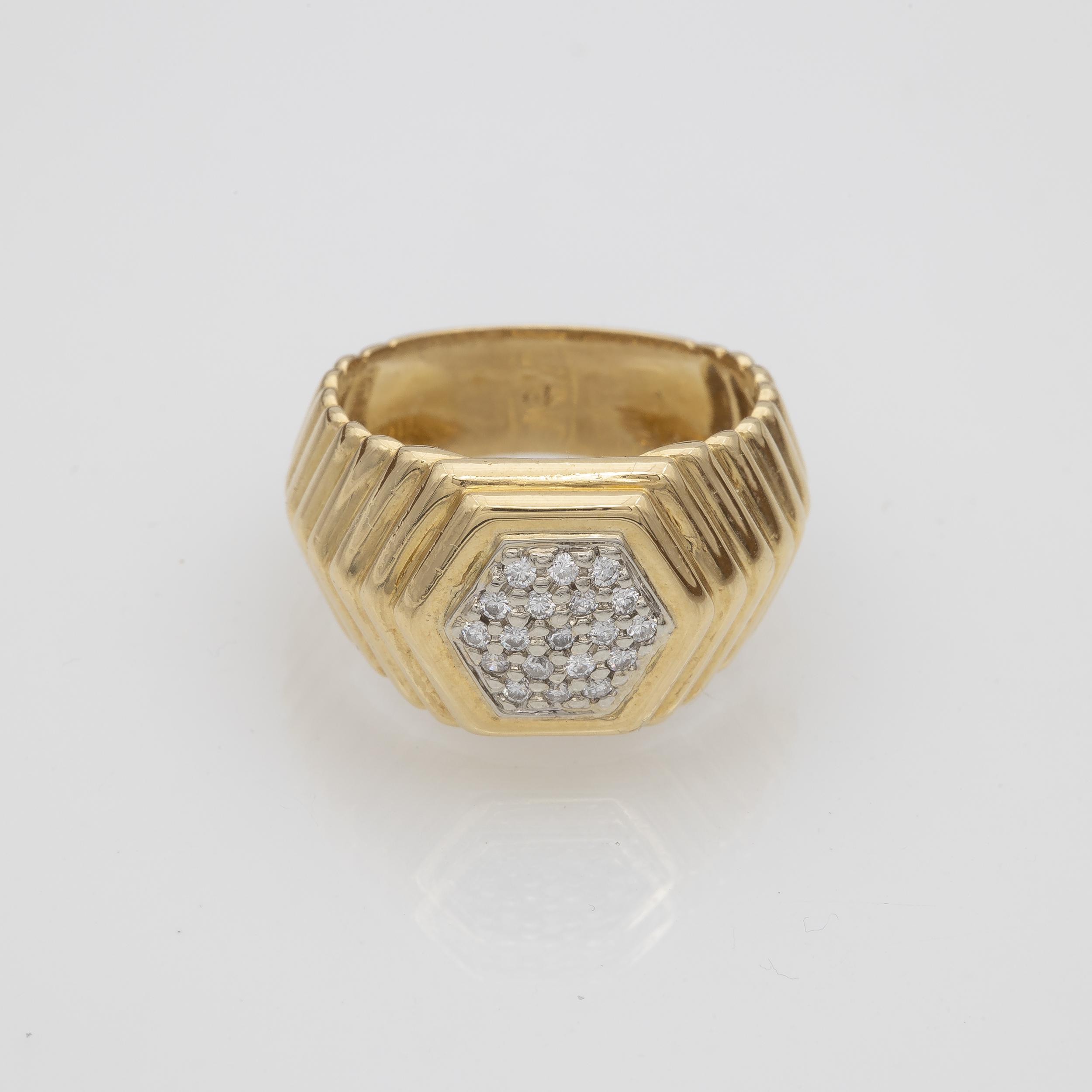 Bague à gradins en or jaune pavage en Diamants or gris