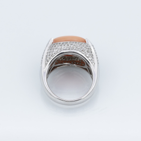 Bague jonc en or gris cabochon corail ornement améthystes et diamants
