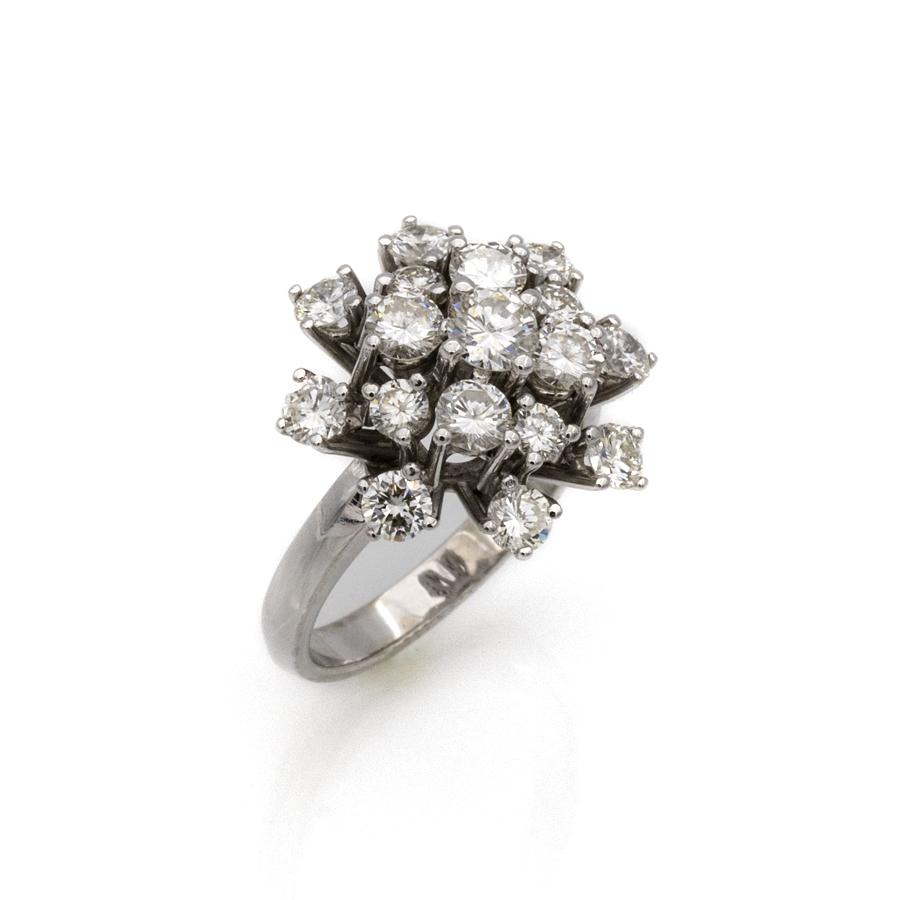 Bague marguerite en or gris et 17 diamants