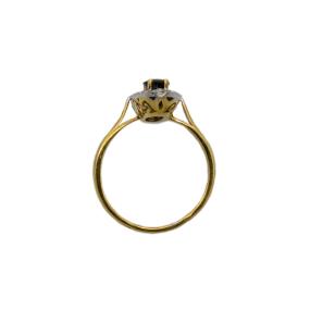 Bague ovale en or jaune, saphir et 24 diamants