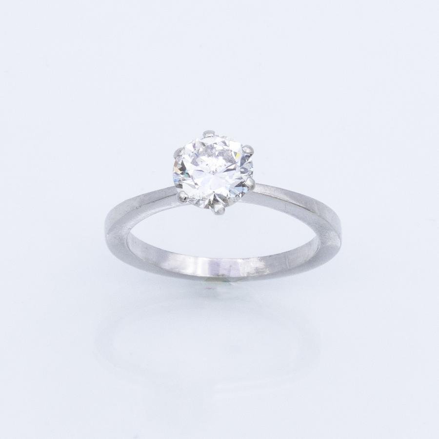 Bague solitaire en platine et diamants