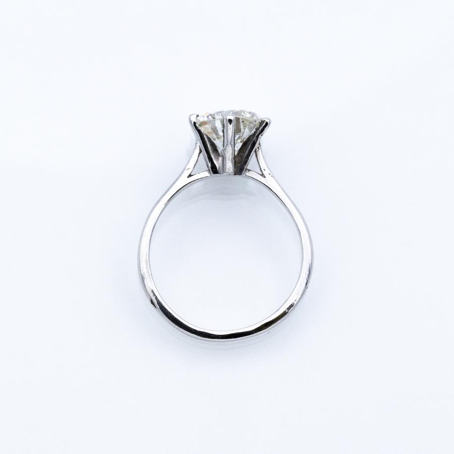 Bague solitaire en or gris et diamant