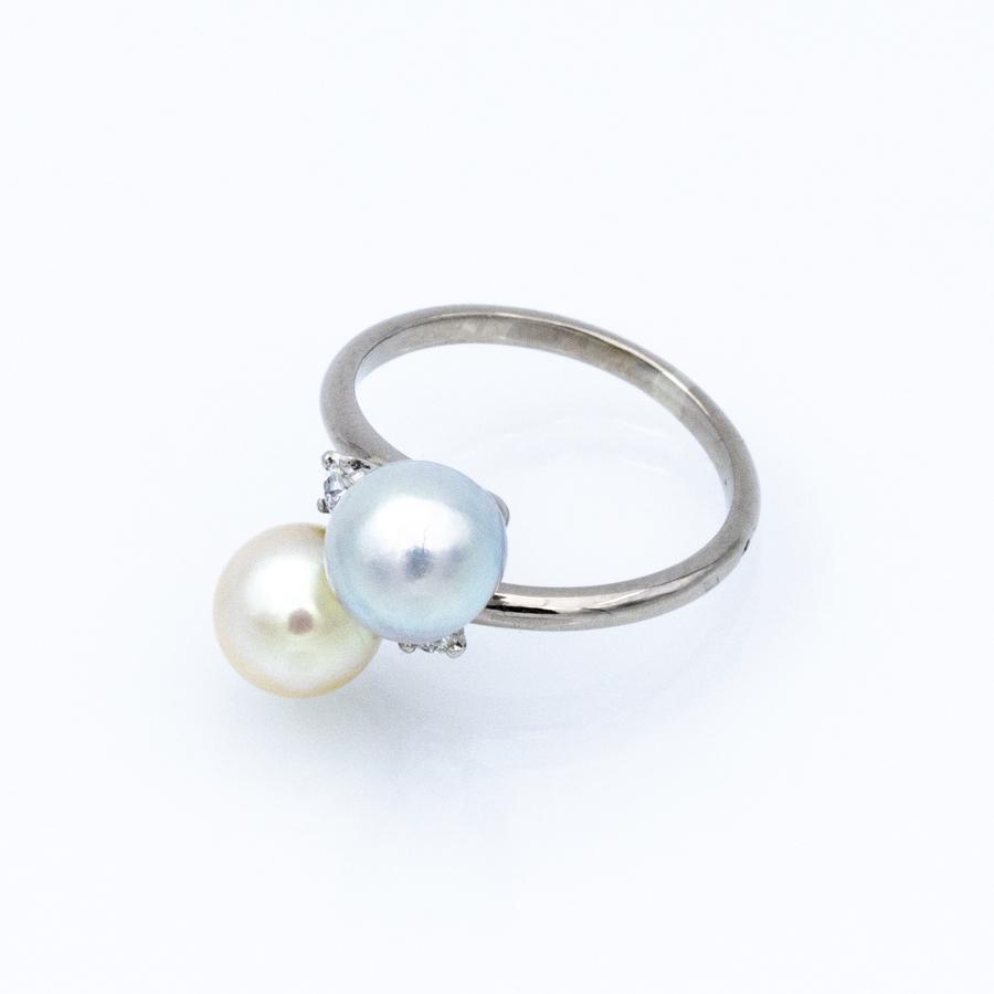 Bague Toi et Moi en or gris, 2 perles et 2 diamants