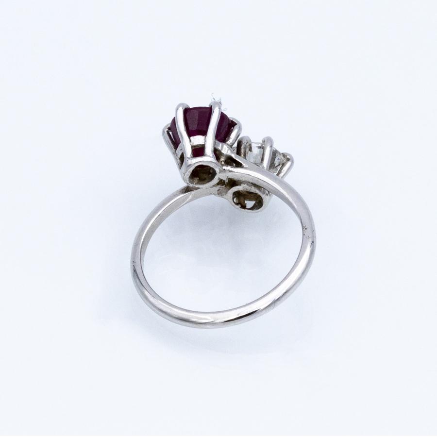 Bague Toi et Moi en or gris, 1 diamant et 1 rubis