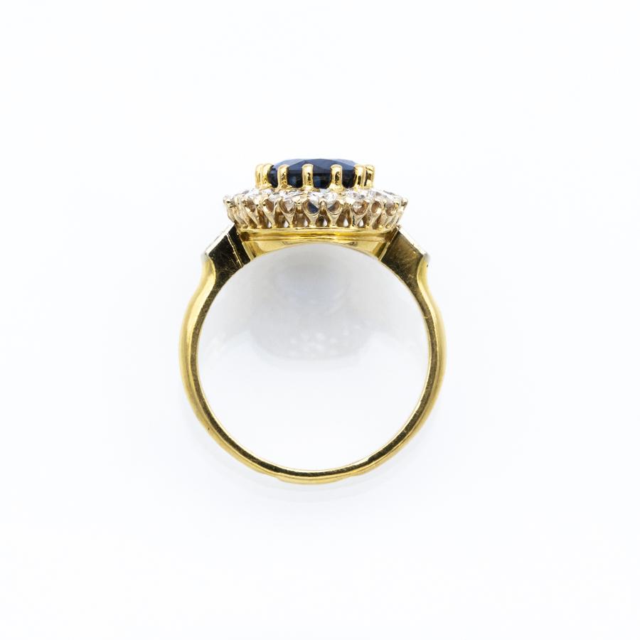 Bague Pompadour en or jaune, 1 saphir et 16 diamants