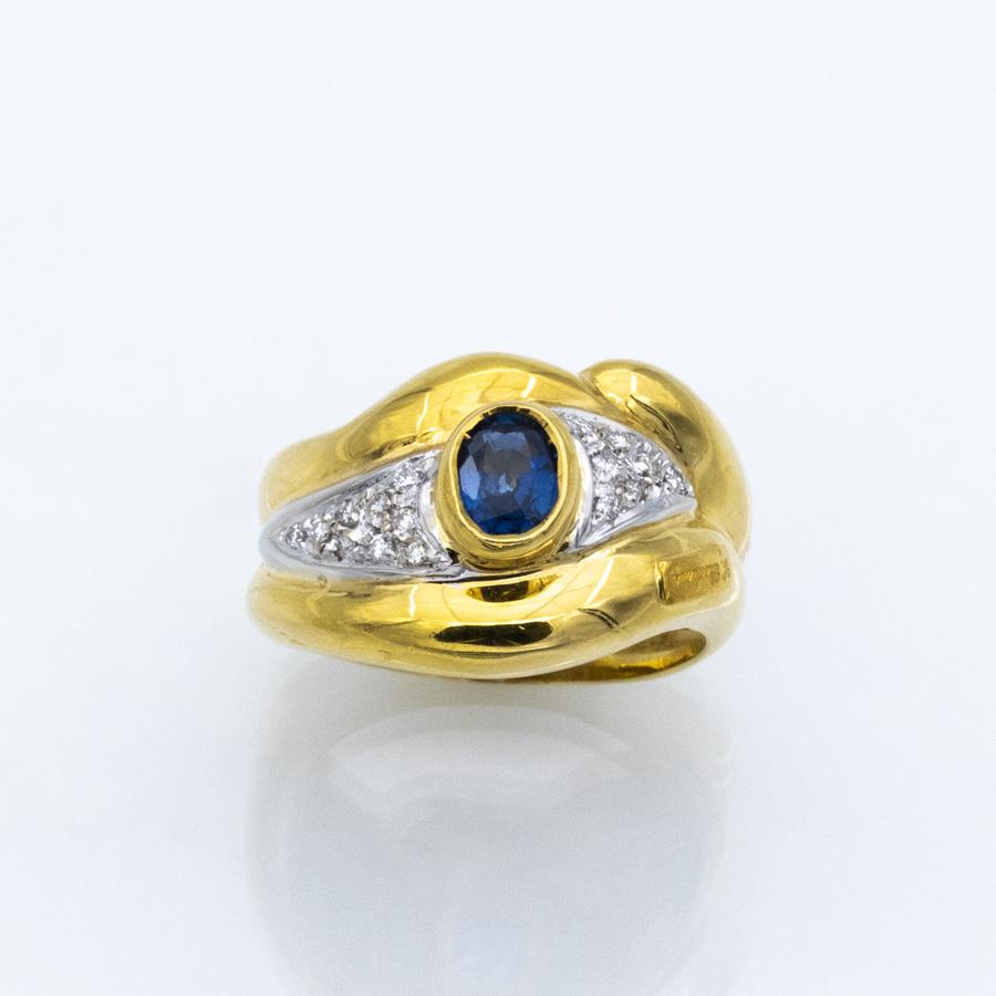 Bague jonc et volutes en or jaune, 1 saphir et 18 diamants