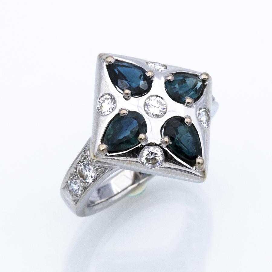 Bague hexagone en or gris, 4 saphirs et 9 diamants