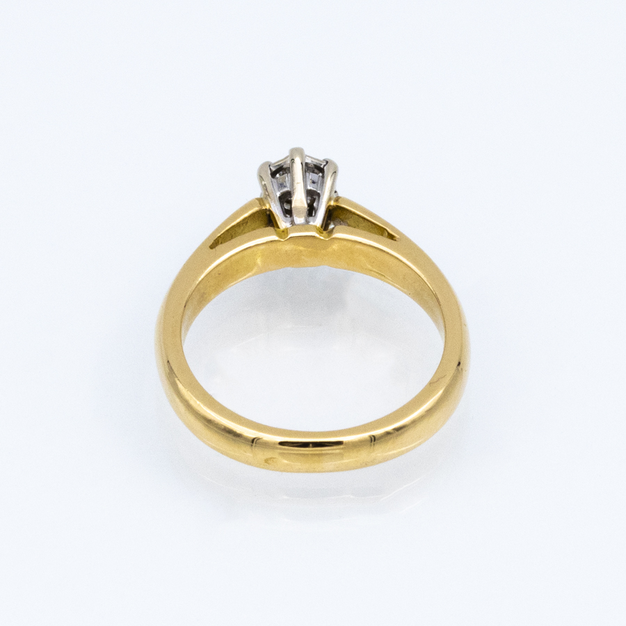 Bague solitaire en or jaune et diamants