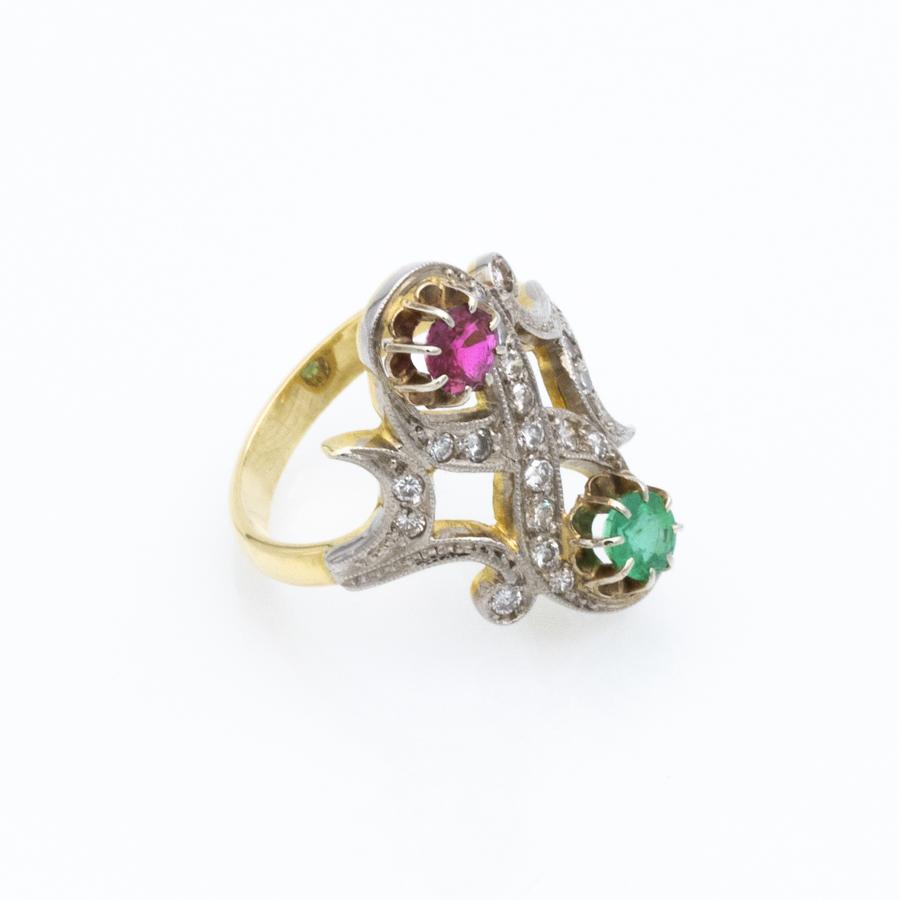 Bague Toi et Moi en 2 ors, 19 diamants, rubis et émeraude