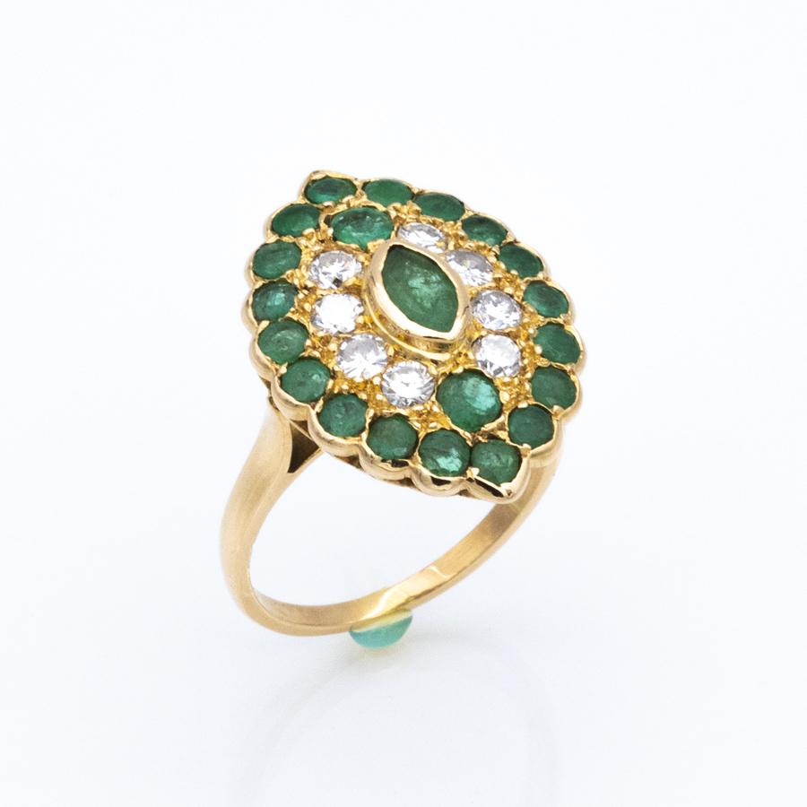 Bague Marquise en or jaune, émeraudes et diamants
