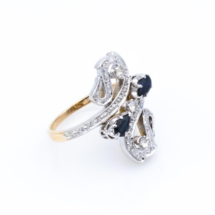 Bague croisée en 2 ors, volutes de saphirs et de diamants