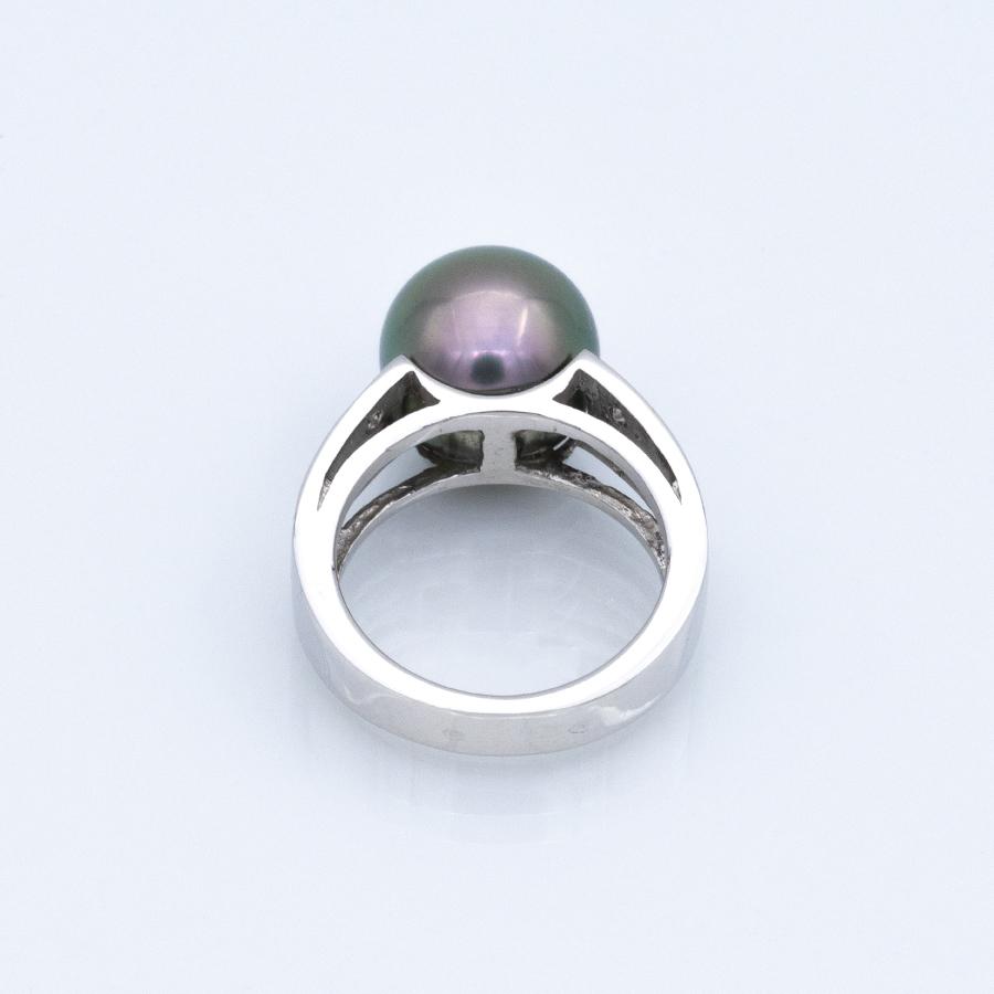 Bague perle noire de Tahiti en or et 10 diamants