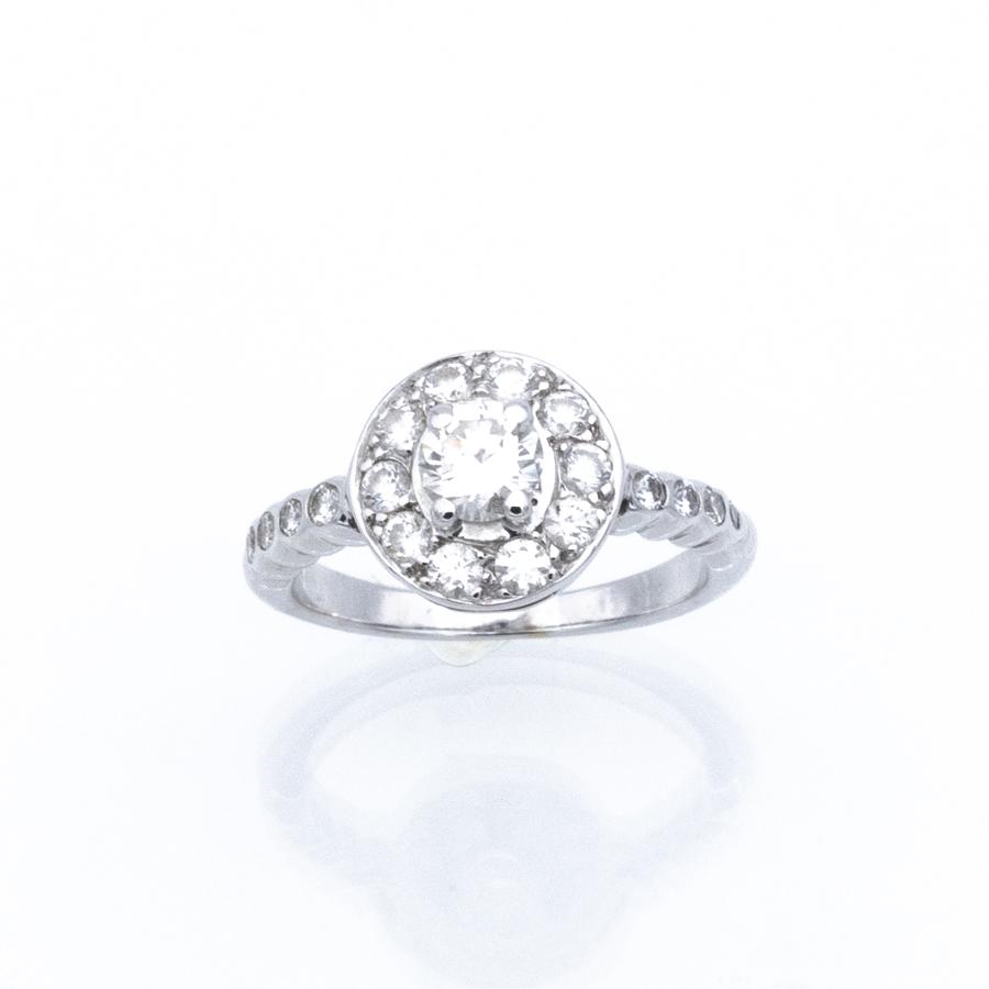 Bague entourage en or gris et 19 diamants