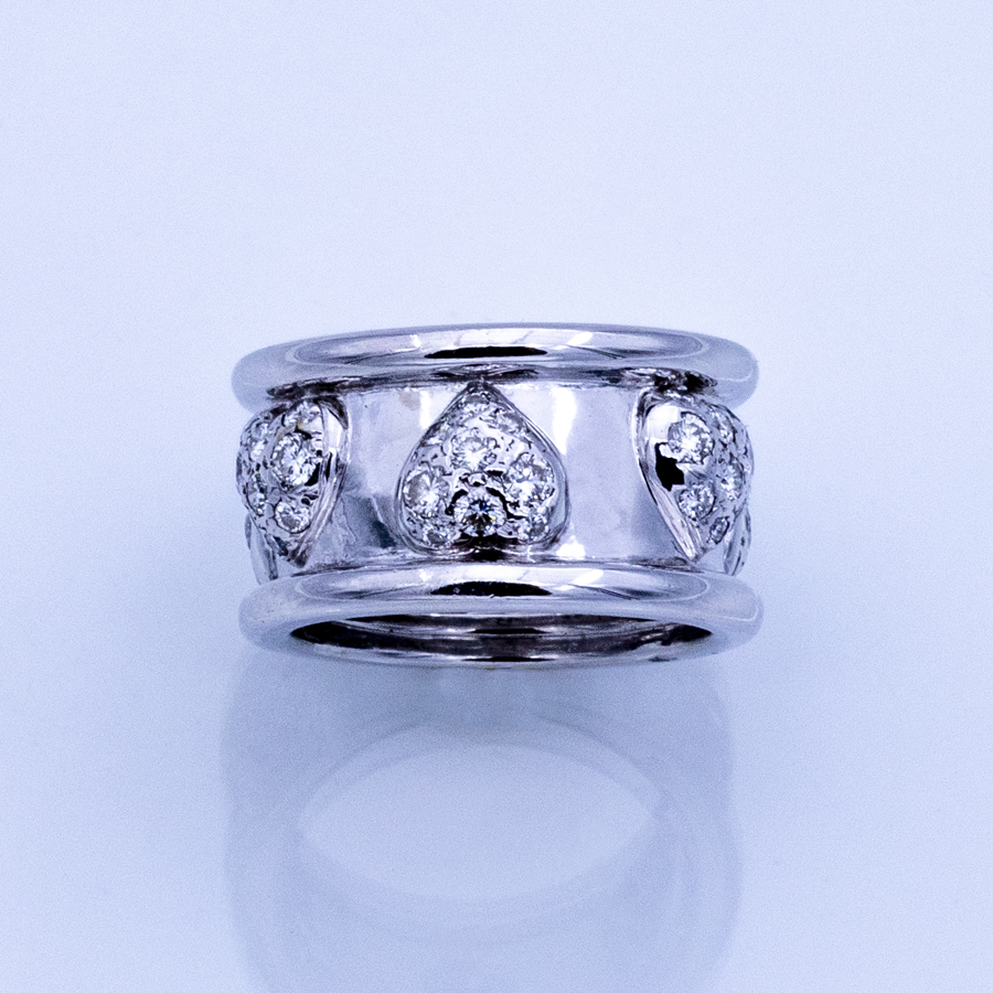 Bague plate en or gris et 54 diamants