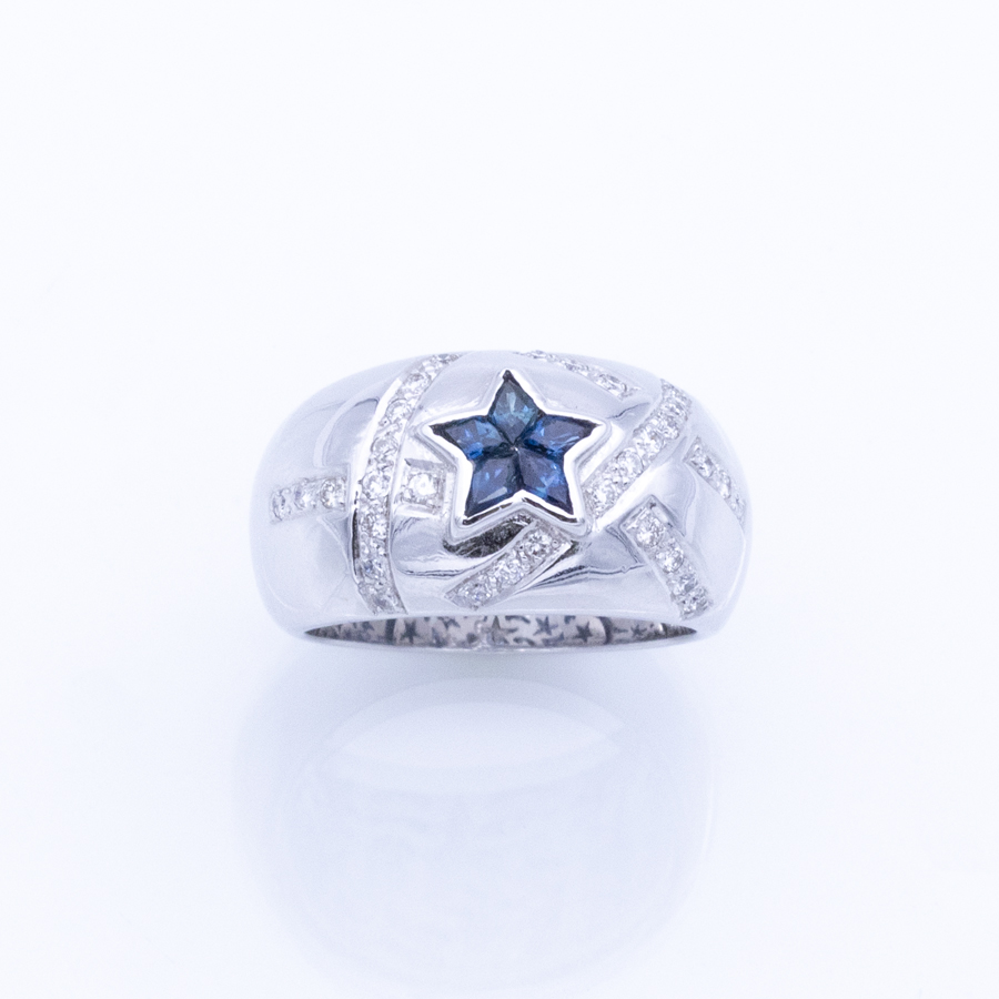 Bague jonc en or gris, 5 saphirs et 32 diamants