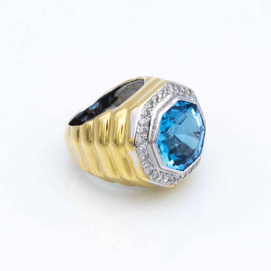 Bague jonc en or jaune, topaze bleue et 32 diamants