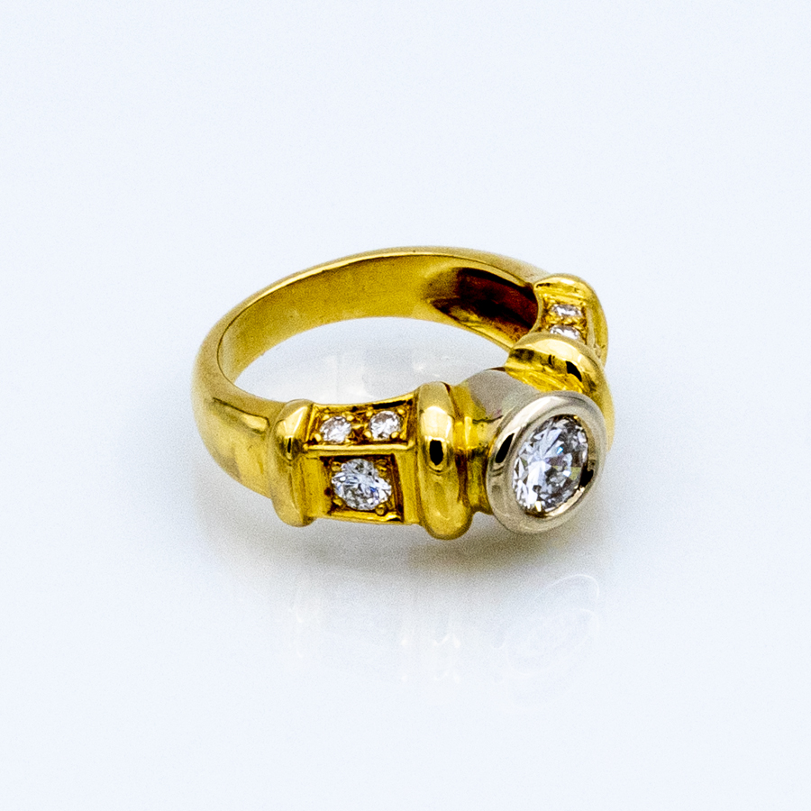 Bague jonc sertissure en 2 ors et 11 diamants