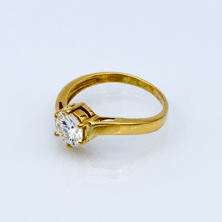 Bague solitaire en or jaune et diamant