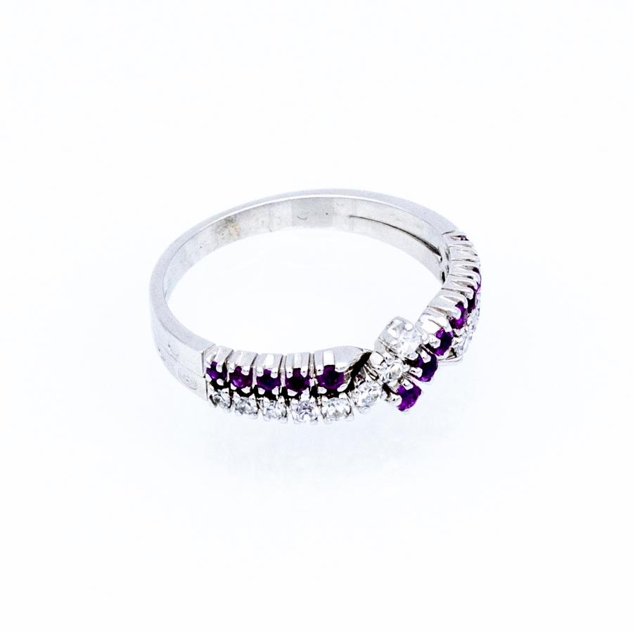 Bague torsade en or gris, 13 rubis et 13 diamants