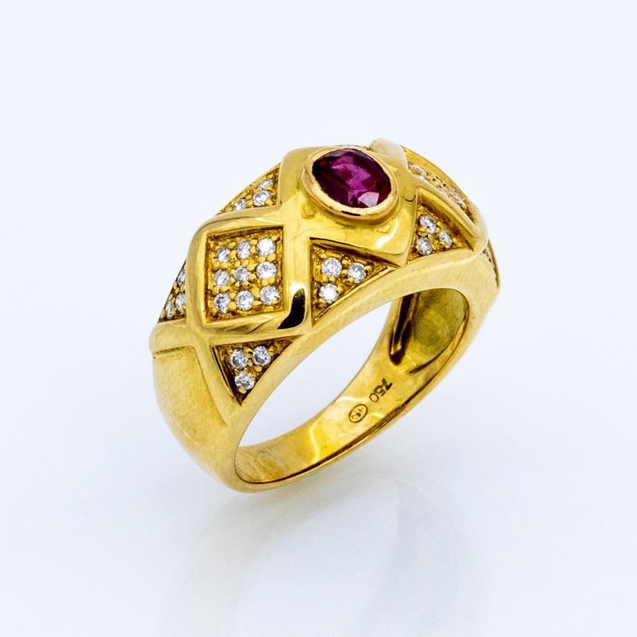 Bague jonc en or jaune, 1 rubis et 42 diamants