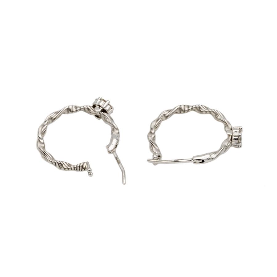 Boucles d'oreilles dormeuses en or gris, torsades et fleurs de 14 diamants