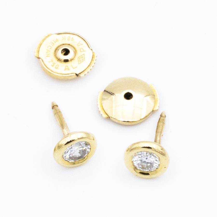 Boucles d'oreilles puces serti clos en or jaune et diamants