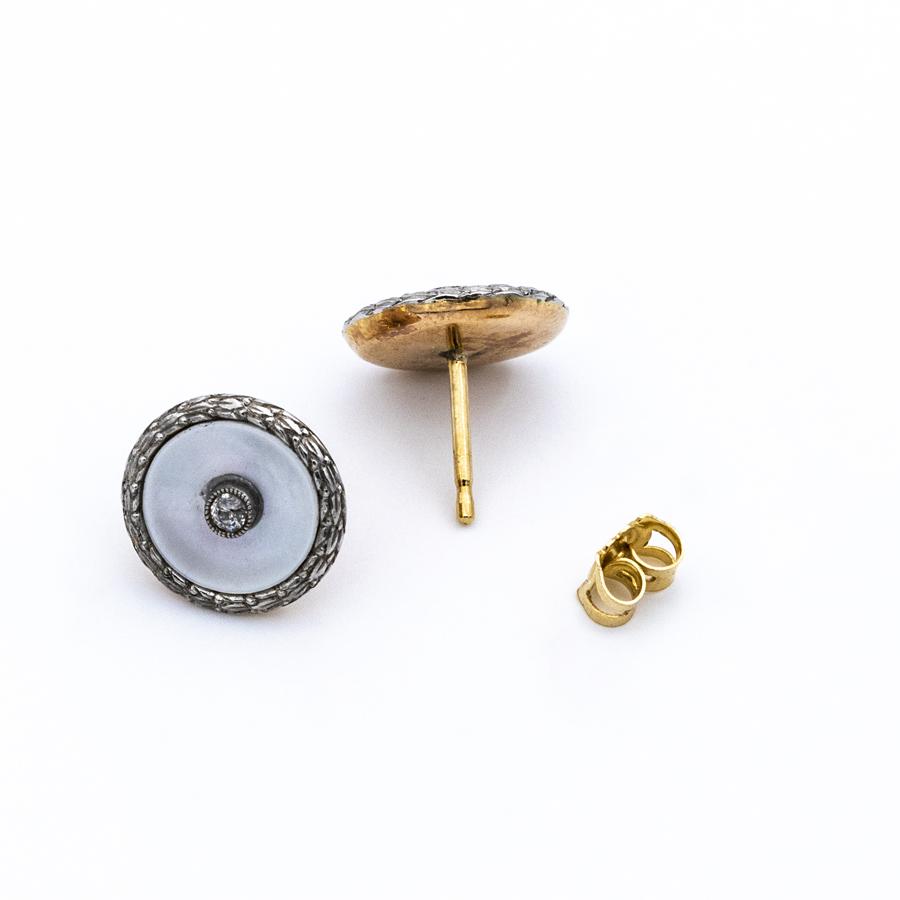 Boucles d'oreilles en or, nacre et 2 diamants