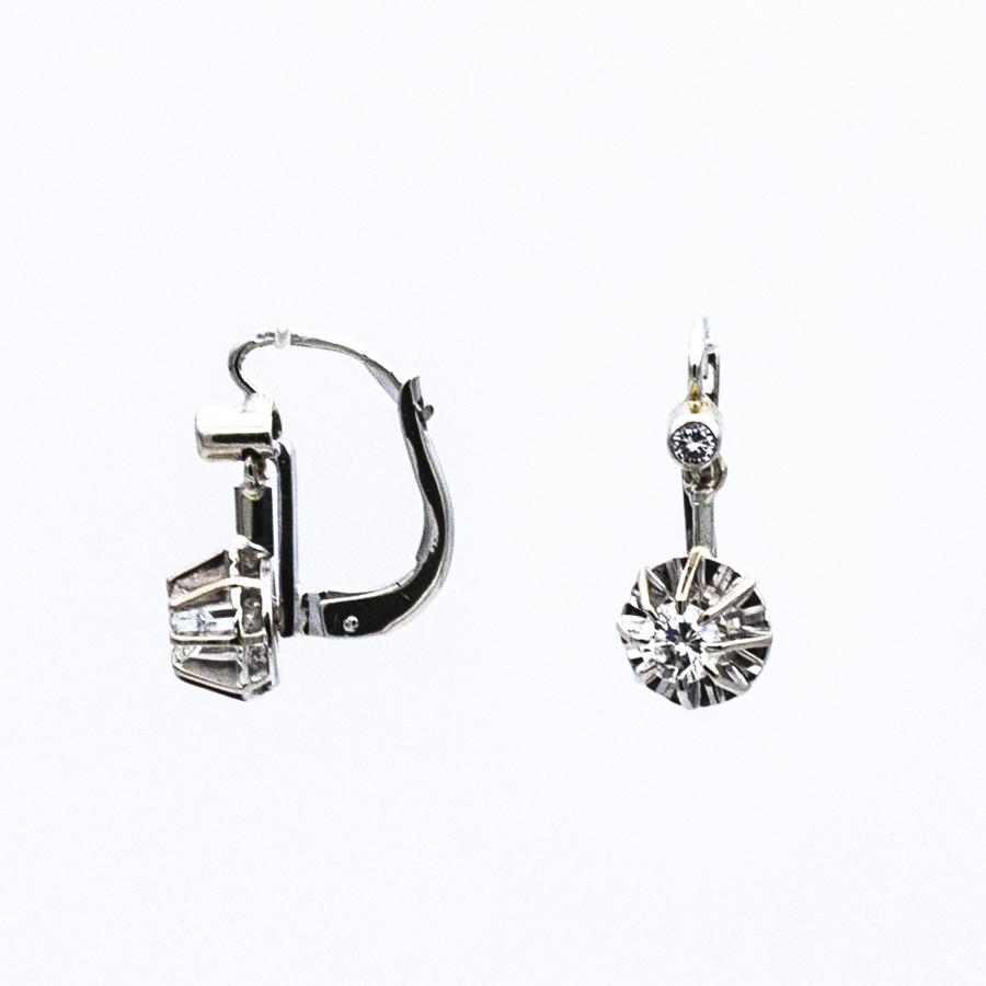 Boucles d'oreilles dormeuses en or gris et 4 diamants