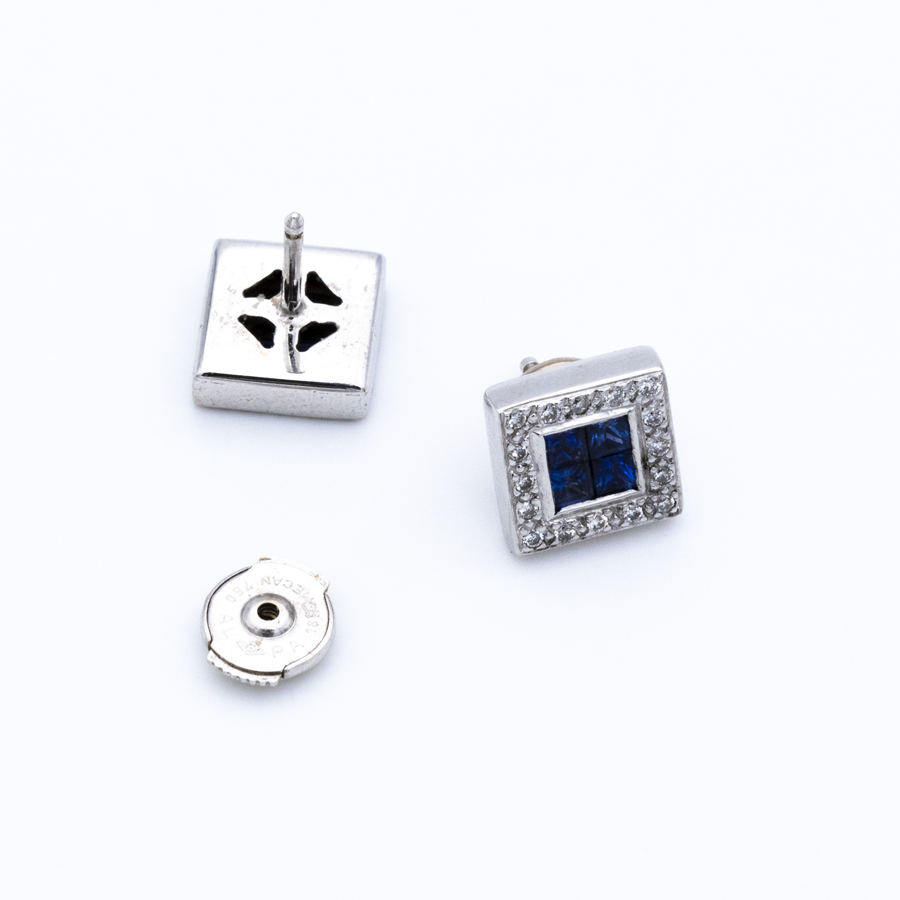 Boucles d'oreilles carrées en or gris, diamants et 8 saphirs