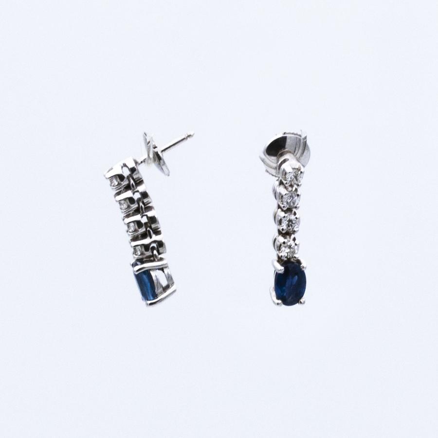 Boucles d'oreilles pampilles en or gris, 8 diamants et 2 saphirs