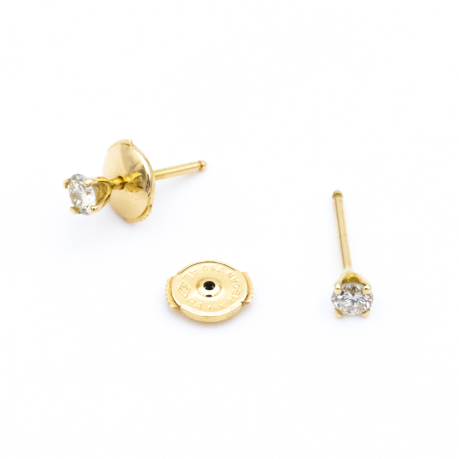 Boucles d'oreilles puces 4 griffes en or jaune et diamants