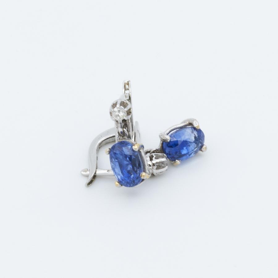 Boucles d'oreilles dormeuses or gris diamants et saphir