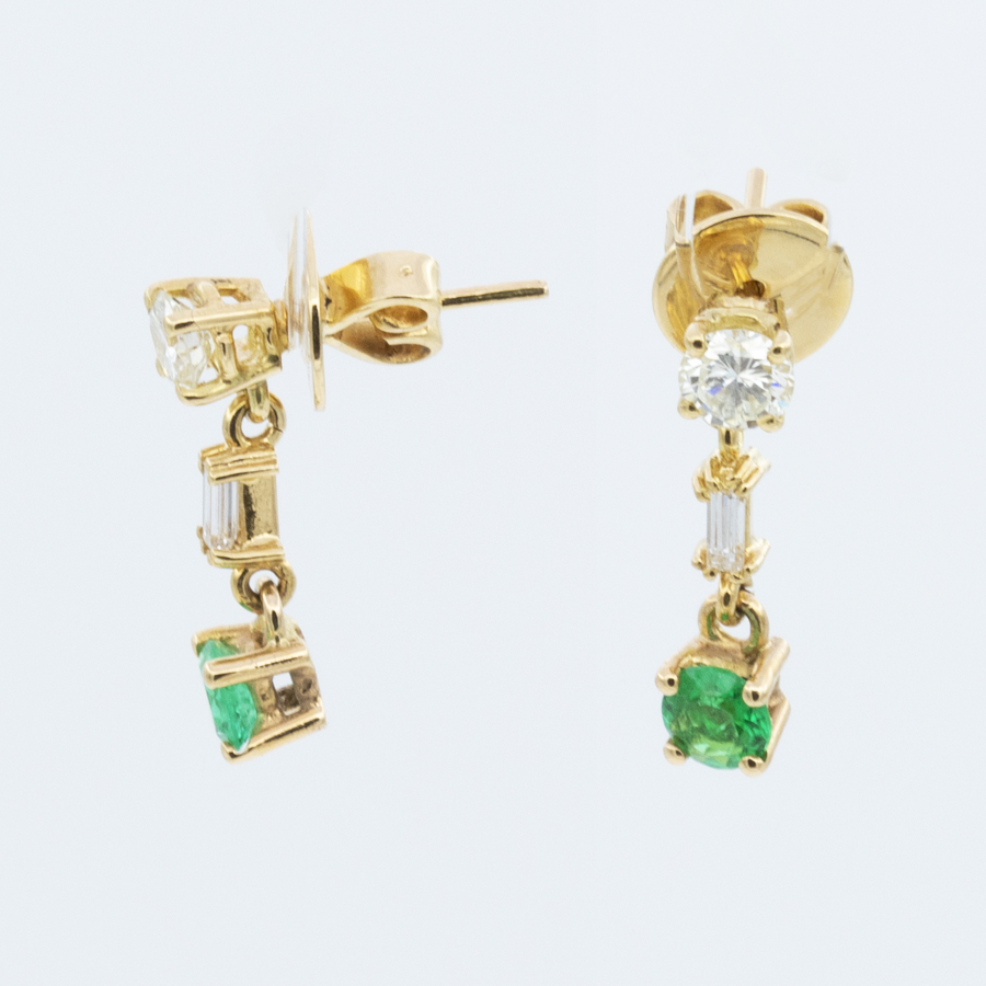 Boucles d'oreilles pendant en or jaune émeraudes et diamants