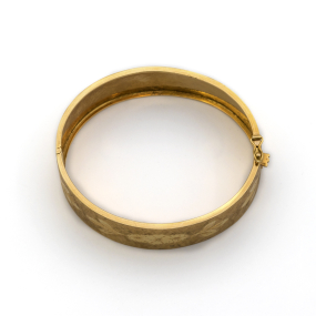 Bracelet jonc plat ouvrant gravé en or jaune