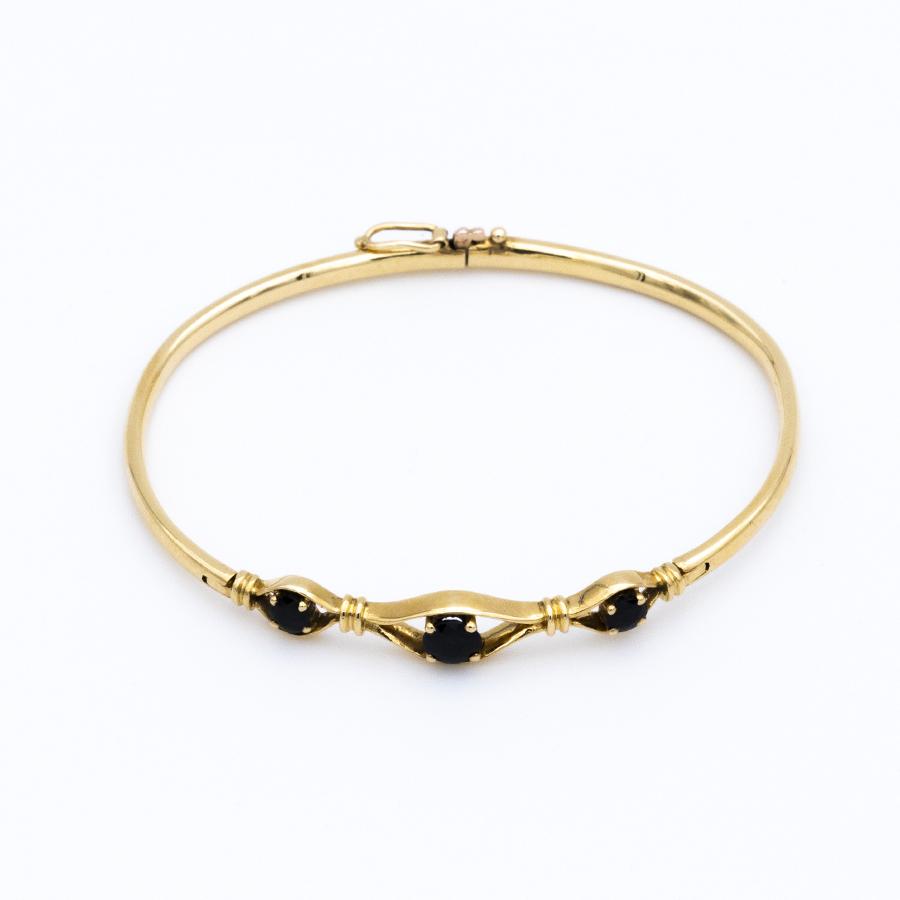 Bracelet jonc ouvrant en or et 3 saphirs