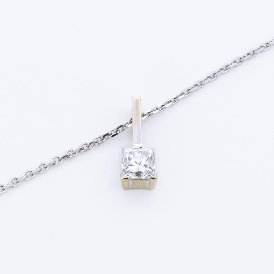 Collier forçat en or gris et pendentif en diamant