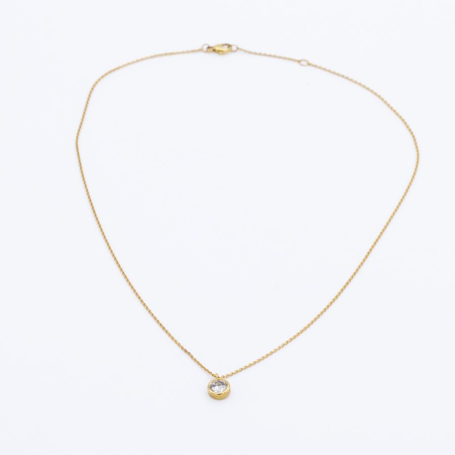 Pendentif et collier en or jaune et serti clos diamant