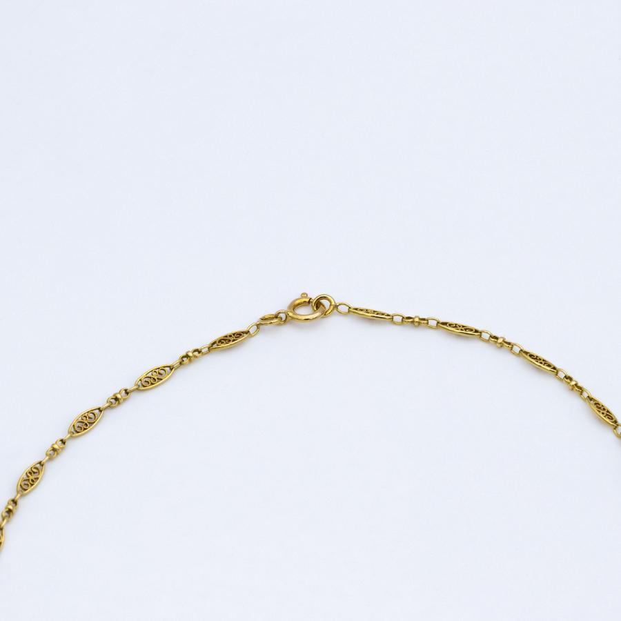Collier filigrane en or jaune et pierres rouges