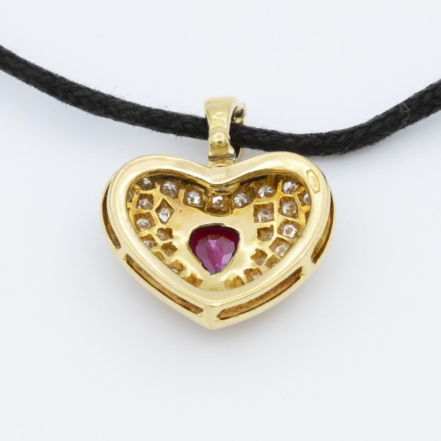 Pendentif en or jaune, diamants et rubis