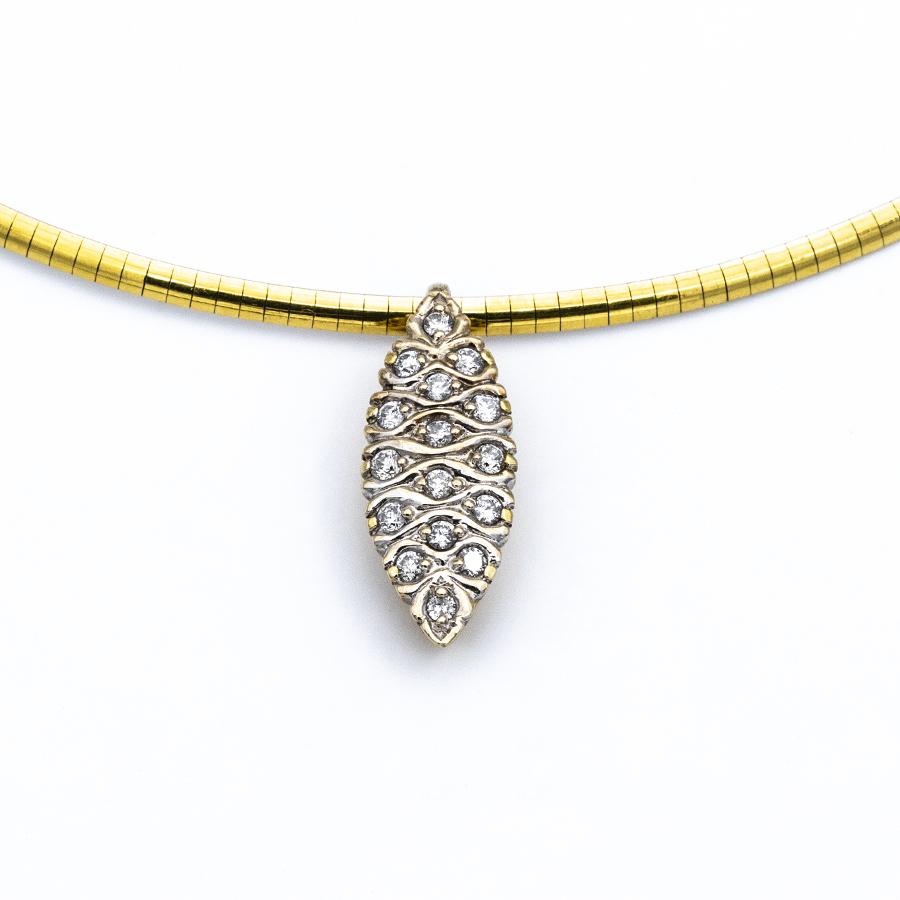 Pendentif marquise en or jaune et 16 diamants