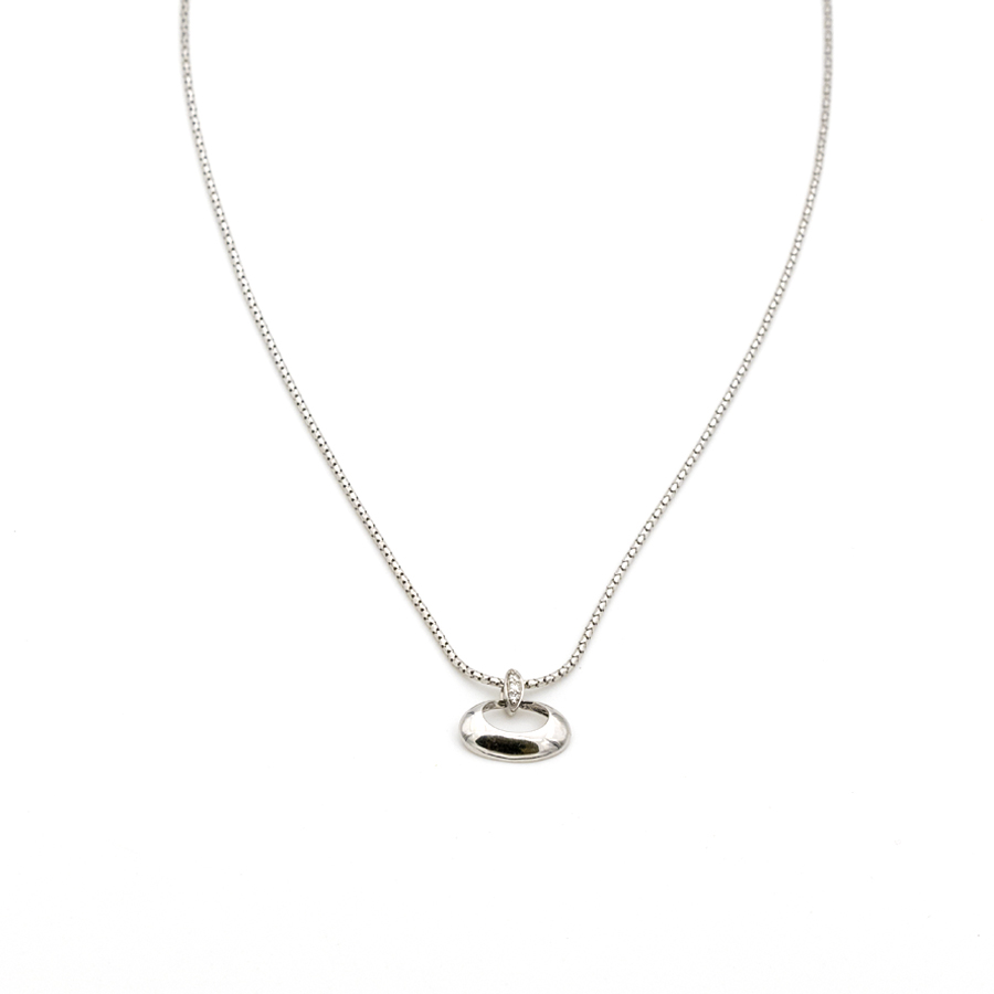 Collier en or gris et pendentif ovale 3 diamants